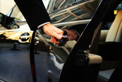Переваги оренди авто з водієм
